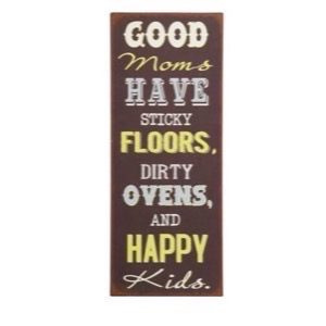 Metal skilt 31x76cm Good Moms Have Sticky Floors, Dirty Ovens and Happy Kids