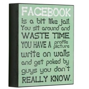 Antik look træ skilt Facebook Is A Bit Like Jail. You Sit Around And Waste Time...