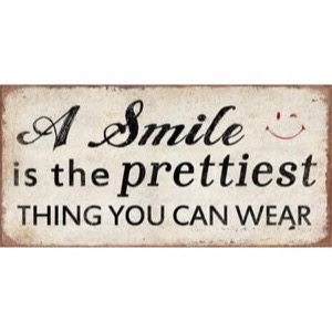 A Smile is the prettiest thing you can wear - magnet 10x5cm